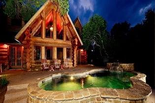 Log Country Cove Inn